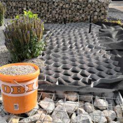 Hangsicherung und Hochbeet bauen mit Gabionen 11 - Hochbeet am Hang mit Gabionen und Wabenvlies sichern