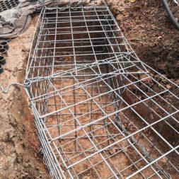 Kurve mit Gabionen bauen18 - Hang mit Gabionen sichern - Ecken und Kurven bauen