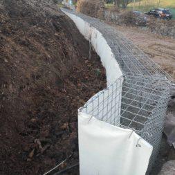 Kurve mit Gabionen bauen3 - Hang mit Gabionen sichern - Ecken und Kurven bauen