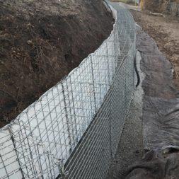 Kurve mit Gabionen bauen5 - Hang mit Gabionen sichern - Ecken und Kurven bauen