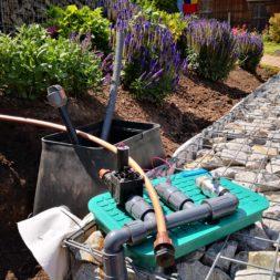 automatische Bewässerung mit Tropfrohr bauen 2 - Hochbeet am Hang mit Gabionen und automatischer Bewässerung bauen