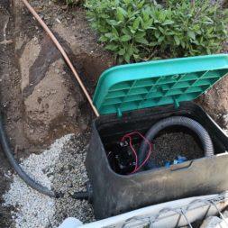 automatische Bewässerung mit Tropfrohr bauen 5 - Hochbeet am Hang mit Gabionen und automatischer Bewässerung bauen