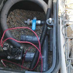 automatische Bewässerung mit Tropfrohr bauen 6 - Hochbeet am Hang mit Gabionen und automatischer Bewässerung bauen