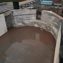 Pool umbauen Abriss Stuetzwaende Einschalung entfernen 12 - Poolumbau – Abriss Stützwände und Einschalung entfernen