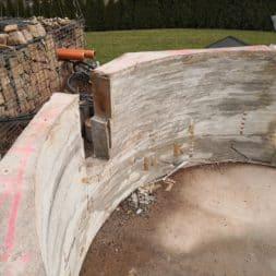 Pool umbauen Abriss Stuetzwaende Einschalung entfernen 14 - Poolumbau – Abriss Stützwände und Einschalung entfernen