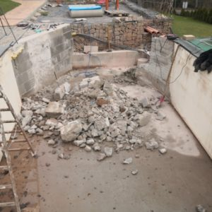 Pool umbauen Abriss Stuetzwaende Einschalung entfernen 26 1 - Poolumbau – Abriss Stützwände und Einschalung entfernen
