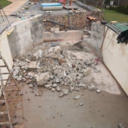 Pool umbauen Abriss Stuetzwaende Einschalung entfernen 26 - Poolumbau – Abriss Stützwände und Einschalung entfernen