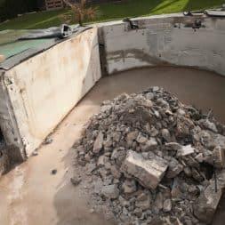 Pool umbauen Abriss Stuetzwaende Einschalung entfernen 29 - Poolumbau – Abriss Stützwände und Einschalung entfernen