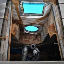 Stahlwandpool abbauen Skimmer Einlaufduese Lampe Poolfolie entfernen 18 - Pool Umbau - Rückbau vom Stahlwandpool
