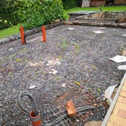 Betonfundament im Garten bauen–Gartenkueche–Tierhaus Voliere commaik.de 01 - Betonfundament im Garten bauen – Gartenküche – Tierhaus - Voliere