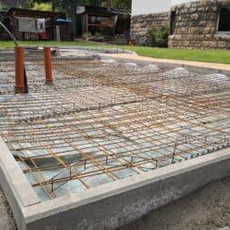 Betonfundament im Garten bauen–Gartenkueche–Tierhaus Voliere commaik.de 10 - Betonfundament im Garten bauen – Gartenküche – Tierhaus - Voliere