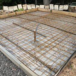 Betonfundament im Garten bauen–Gartenkueche–Tierhaus Voliere commaik.de 15 - Betonfundament im Garten bauen – Gartenküche – Tierhaus - Voliere