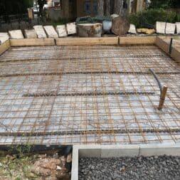 Betonfundament im Garten bauen–Gartenkueche–Tierhaus Voliere commaik.de 16 - Betonfundament im Garten bauen – Gartenküche – Tierhaus - Voliere