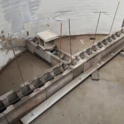 Pool umbauen Waende mauern Bewehrung einbauen 14 - Pool UMbauen – Wände mauern | Bewehrung einbauen | Schalsteine setzen