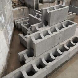 Pool umbauen Waende mauern Bewehrung einbauen 29 - Pool UMbauen – Wände mauern | Bewehrung einbauen | Schalsteine setzen