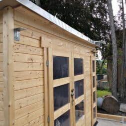 Gartenhaus mit Vogelvoliere selber bauen Aussenbereich anlegen commaik.de 14 - Vogelvoliere und Kleintiervoliere im Garten selber bauen – Außen Gehege bauen für Hasen, Vögel und Meerschweine