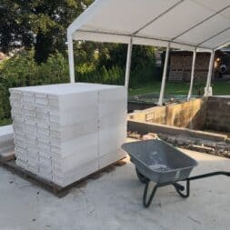 Gartenkueche bauen–Sockel und Waende mit Gasbeton Pornbeton Ytong mauern commaik.de 10 1 - Gartenküche bauen #2 – Sockel und Wände mit Gasbeton mauern