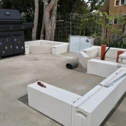 Gartenkueche bauen–Sockel und Waende mit Gasbeton Pornbeton Ytong mauern commaik.de 16 - Gartenküche bauen #2 – Sockel und Wände mit Gasbeton mauern