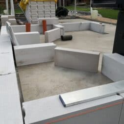 Gartenkueche bauen–Sockel und Waende mit Gasbeton Pornbeton Ytong mauern commaik.de 19 - Gartenküche bauen #2 – Sockel und Wände mit Gasbeton mauern