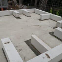 Gartenkueche bauen–Sockel und Waende mit Gasbeton Pornbeton Ytong mauern commaik.de 30 - Gartenküche bauen #2 – Sockel und Wände mit Gasbeton mauern