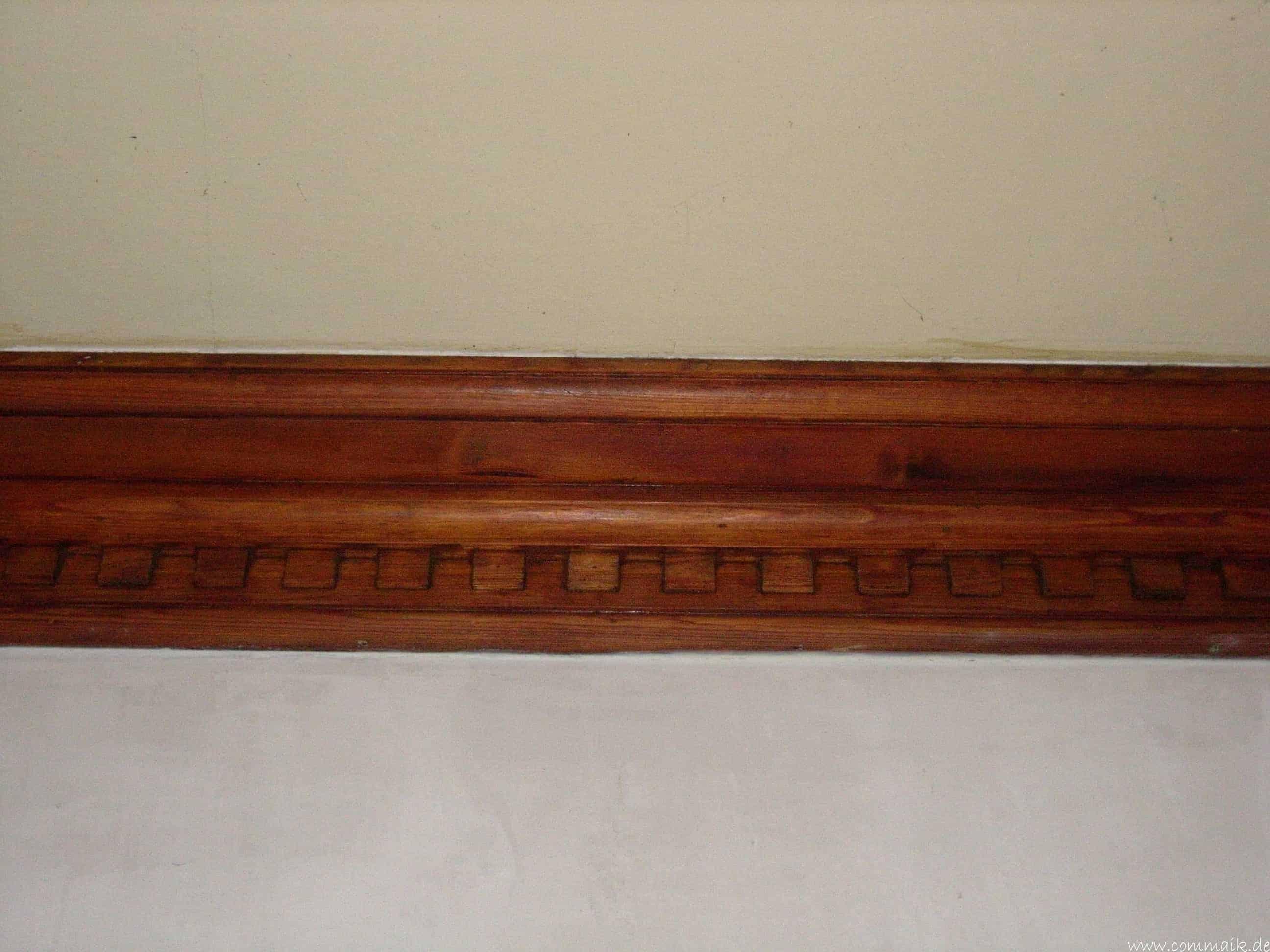 Schellack entfernen/Restauration von Holzstuckelementen