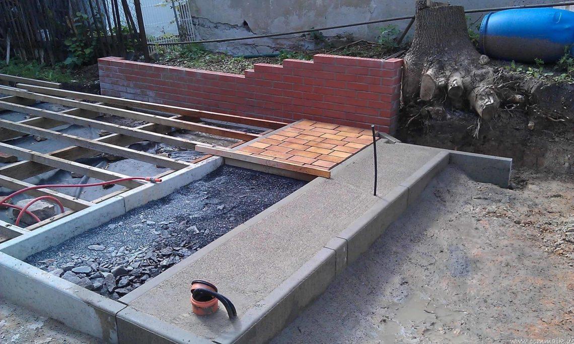 IMAG0154 - Der Grillplatz an der Terasse entsteht