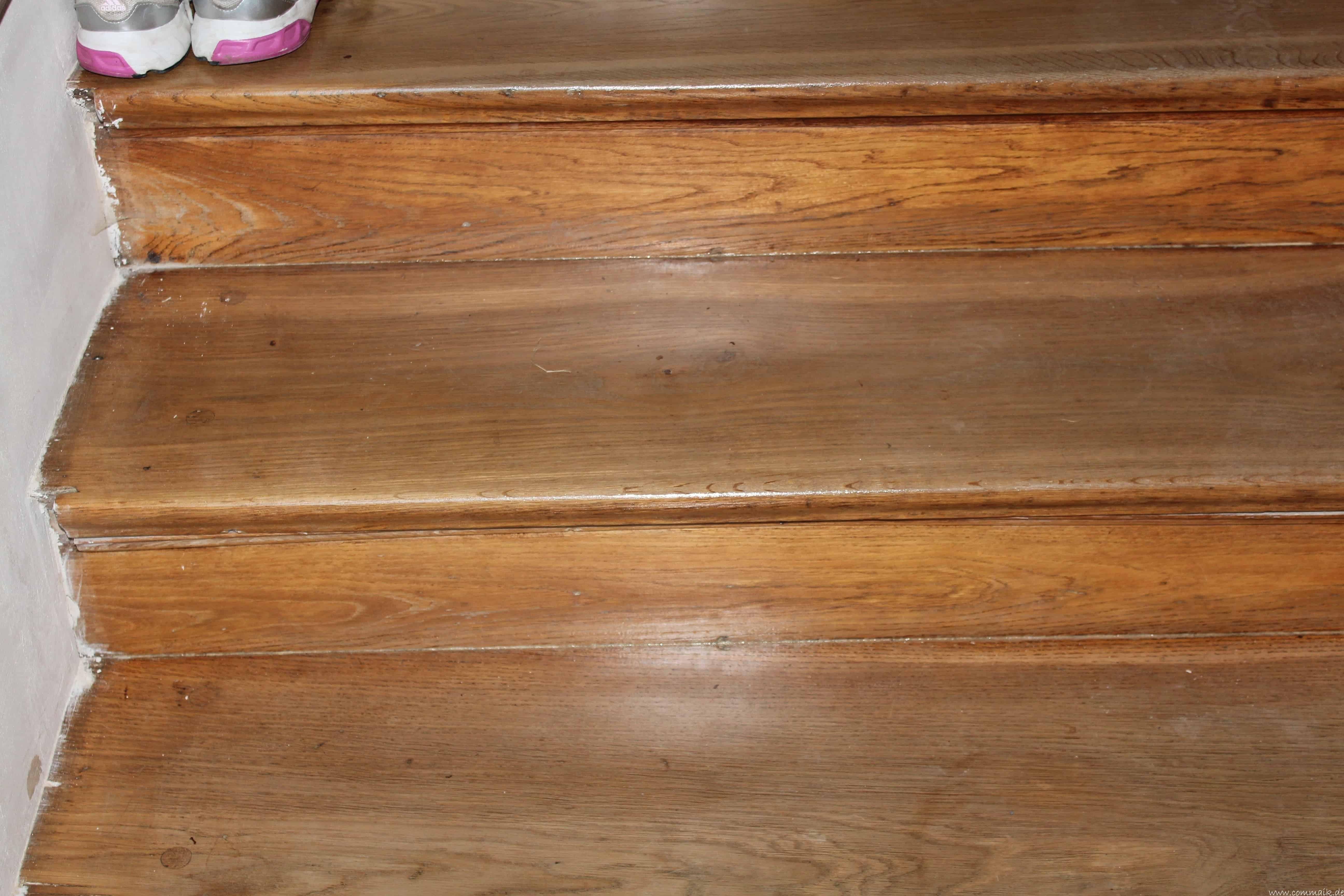 Holz Treppenstufen Restaurieren ~ Bohnerwachs entfernen Holzdielen Holztreppe Eiche  commaik